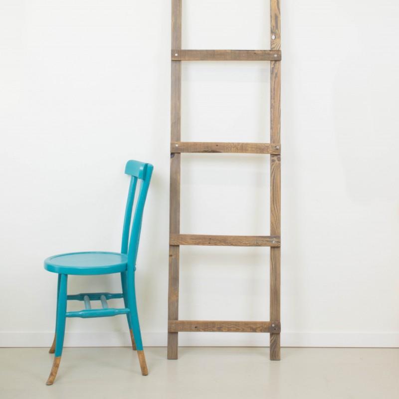 escalera decorativa artesanal a partir de madera